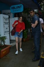 Yami Gautam spotted at Bblunt salon in bandra on 25th June 2018 (1)_5b31e46098c7c.JPG