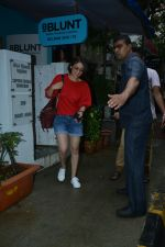 Yami Gautam spotted at Bblunt salon in bandra on 25th June 2018 (6)_5b31e467b0634.JPG