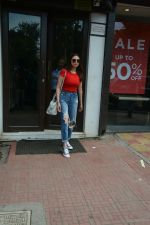 Aditi Rao Hydari spotted at Bastian in Bandra on 1st July 2018 (3)_5b39c53d506dc.JPG