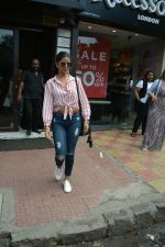 Nimrat Kaur spotted at Bastian in Bandra on 1st July 2018 (4)_5b39c55223e09.JPG