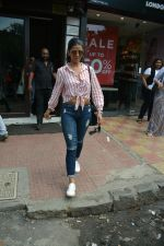 Nimrat Kaur spotted at Bastian in Bandra on 1st July 2018 (5)_5b39c555ceb78.JPG