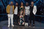 Raghav Juyal, Punit Pathak, Dharmesh Yelande, Isha Rikhi, Remo D Souza with team Nawabzade on the sets of Dil Hai Hindustani on 2nd July 2018 (16)_5b3b1c561fabd.jpg