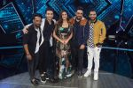 Raghav Juyal, Punit Pathak, Dharmesh Yelande, Isha Rikhi,Badshah with team Nawabzade on the sets of Dil Hai Hindustani on 2nd July 2018 (13)_5b3b1c5c03f2a.jpg