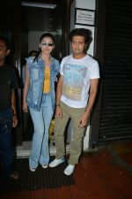 Urvashi Rautela, Riteish Deshmukh spotted at Bastian restaurant in bandra on 3rd July 2018 (10)_5b3c701994c9b.JPG