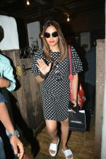 Bipasha Basu spotted at Bandra on 11th July 2018 (1)_5b460de6e8013.JPG
