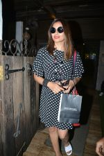 Bipasha Basu spotted at Bandra on 11th July 2018 (2)_5b460de96d98b.JPG