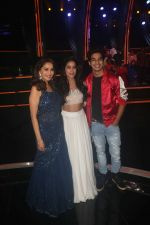 Ishaan Khattar, Janhvi Kapoor, Madhuri Dixit on the sets of colors Dance Deewane in filmcity on 10th July 2018 (20)_5b45a461d0be6.JPG