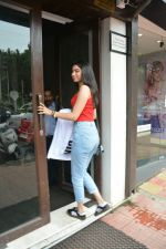 Khushi Kapoor spotted at bandra on 12th July 2018 (13)_5b475e78b245a.JPG