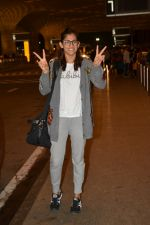 Kubra Sait spotted at airport on 11th July 2018 (46)_5b46dea32609b.JPG