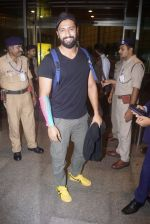 Vicky Kaushal Spotted at Airport on 11th July 2018 (14)_5b46df4aa87f7.JPG