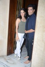 Kiara Advani with the ace designer Manish Malhotra on 12th July 2018 (4)_5b485c6892248.jpg