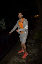 Varun Dhawan spotted at gym in juhu on 12th July 2018 (11)_5b485585abae7.JPG