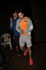 Varun Dhawan spotted at gym in juhu on 12th July 2018 (4)_5b48557bdbb32.JPG
