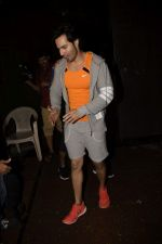 Varun Dhawan spotted at gym in juhu on 12th July 2018 (5)_5b48557d3a1d4.JPG