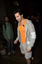 Varun Dhawan spotted at gym in juhu on 12th July 2018 (6)_5b48557e95bda.JPG