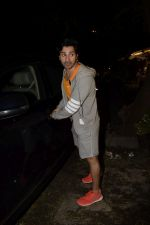 Varun Dhawan spotted at gym in juhu on 12th July 2018 (7)_5b4855800d4c2.JPG