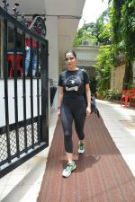 Sophie Choudry spotted at bandra on 18th July 2018 (17)_5b503617c5d11.JPG