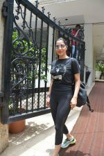 Sophie Choudry spotted at bandra on 18th July 2018 (20)_5b5036243a40b.JPG