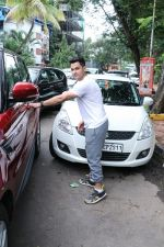 Kunal Khemu spotted at Kromakay Salon in juhu on 22nd July 2018 (5)_5b557b5a4ca29.JPG