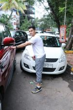 Kunal Khemu spotted at Kromakay Salon in juhu on 22nd July 2018 (8)_5b557b603db68.JPG