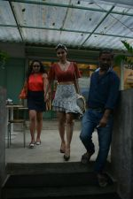 Mouni Roy spotted at Kitchen Garden in bandra on 22nd July 2018 (7)_5b557b75eea16.JPG