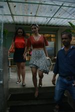 Mouni Roy spotted at Kitchen Garden in bandra on 22nd July 2018 (9)_5b557b7b600d5.JPG