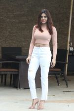 Sherlyn Chopra spotted at Sun n Sand juhu on 22nd July 2018 (3)_5b5589866d591.JPG