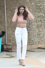 Sherlyn Chopra spotted at Sun n Sand juhu on 22nd July 2018 (7)_5b55898c86e19.JPG