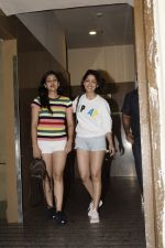 Yami Gautam & sister spotted at pvr juhu on 21st July 2018 (7)_5b557efbada77.jpg