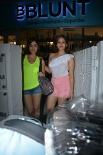 Yami Gautam with sister Sureli Gautam spotted at Bblunt bandra on 22nd July 2018 (5)_5b56bf6547d9f.JPG
