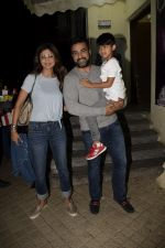 Shilpa Shetty, Raj Kundra with son Viaan at pvr juhu on 24th July 2018 (8)_5b582435c3047.JPG