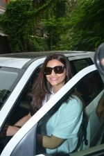 Daisy Shah Spotted At Bandra on 30th July 2018 (7)_5b6064d8af7f7.JPG
