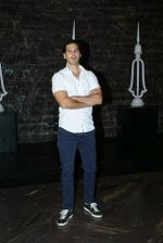 Dino Morea at Kiara Advani_s Birthday Party in St Regis Hotel In Lower Parel on 31st July 2018 (4)_5b607e6e79184.jpg