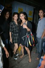Mouni Roy Spotted At Bandra on 30th July 2018 (5)_5b606ee11461a.JPG