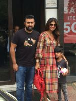 Shilpa Shetty, Raj Kundra & Son Viaan Spotted At Bastian In Bandra on 30th July 2018 (10)_5b6066254fc7d.JPG