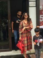 Shilpa Shetty, Raj Kundra & Son Viaan Spotted At Bastian In Bandra on 30th July 2018 (4)_5b60661a7b698.JPG