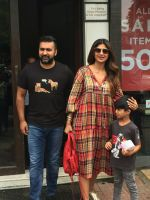 Shilpa Shetty, Raj Kundra & Son Viaan Spotted At Bastian In Bandra on 30th July 2018 (6)_5b60661e3d4ca.JPG