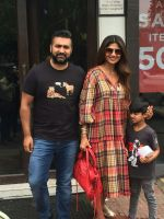 Shilpa Shetty, Raj Kundra & Son Viaan Spotted At Bastian In Bandra on 30th July 2018 (8)_5b606621efbb5.JPG