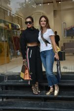 Malaika Arora & Sussane Khan Spotted At Bandra on 31st July 2018 (9)_5b615e83b51d8.JPG