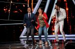 Anil Kapoor, Manish Paul at the promotions of film Fanney Khan On The Sets Of Indian Idol in Yashraj Studio, Andheri on 1st Aug 2018 (114)_5b62b327c3a07.JPG