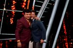 Anil Kapoor, Manish Paul at the promotions of film Fanney Khan On The Sets Of Indian Idol in Yashraj Studio, Andheri on 1st Aug 2018 (127)_5b62b337d6583.JPG