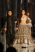 Salman Khan, Katrina Kaif at Red Carpet for Manish Malhotra new collection Haute Couture on 1st Aug 2018 (102)_5b62baffb19c2.JPG