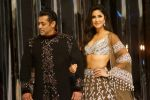 Salman Khan, Katrina Kaif at Red Carpet for Manish Malhotra new collection Haute Couture on 1st Aug 2018 (108)_5b62bb07b6452.JPG