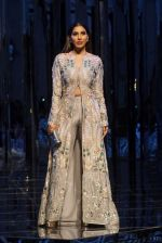 Sophie Chaudhary at Red Carpet for Manish Malhotra new collection Haute Couture on 1st Aug 2018 (83)_5b62bb9c6279b.JPG