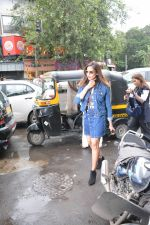 Bipasha Basu spotted at bandra on 4th Aug 2018 (3)_5b67c3bbb6f82.JPG