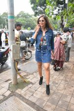 Bipasha Basu spotted at bandra on 4th Aug 2018 (4)_5b67c3c292451.JPG