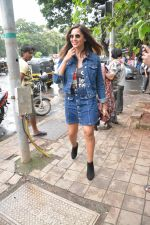 Bipasha Basu spotted at bandra on 4th Aug 2018 (5)_5b67c3c8eb162.JPG