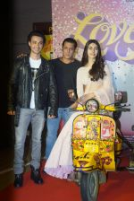 Aayush Sharma, Warina Hussain, Salman Khan at the Trailer launch of film Loveratri in pvr kurla market city on 6th Aug 2018  (46)_5b693af9ad671.JPG