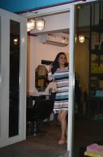 Dia Mirza Spotted At Bblunt Khar on 7th Aug 2018 (2)_5b6a90b084d59.jpg