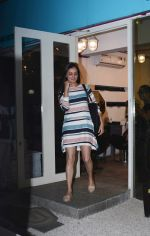 Dia Mirza Spotted At Bblunt Khar on 7th Aug 2018 (3)_5b6a90b45d6c8.jpg